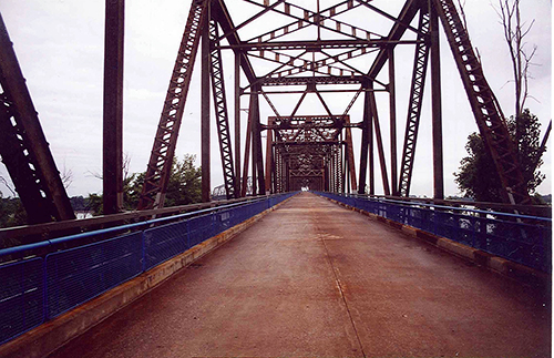 Chain of Rocks Bridge originally took you t the outskirts of St. Louis from East St. Louis in Illinois. it is now a hiking trail. July 12, 2001.