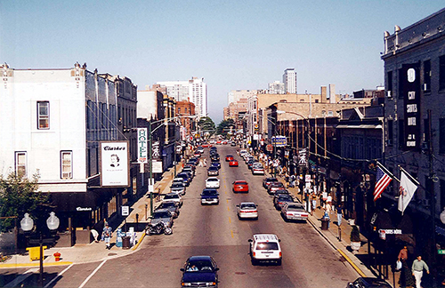 A shot from the Chicago El. Can't remember where I took this, but I know there were tons of diners in this area.